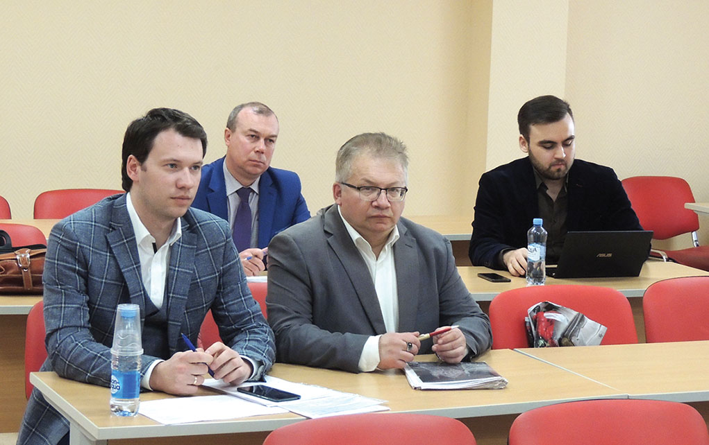 Максим Сызганов, Михаил Лифшиц, Леонид Волков (на заднем плане)